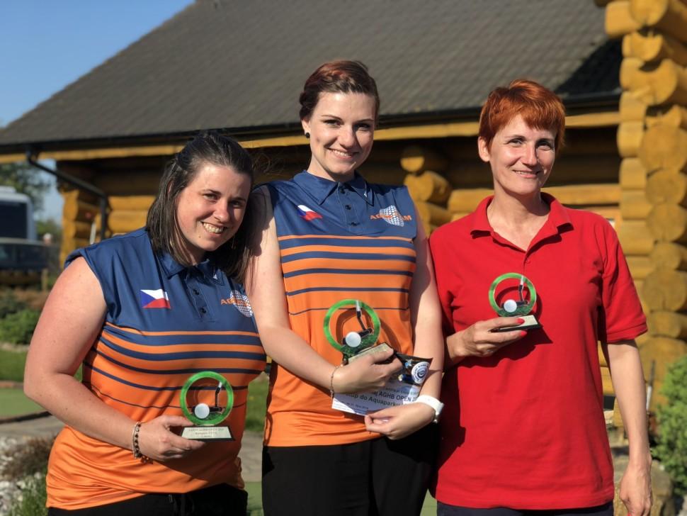 KATEGORIE ŽENY - vítězka Kateřina Reed, stříbrná Veronika Reed a bronzová Iveta Véghová ze Slovenska