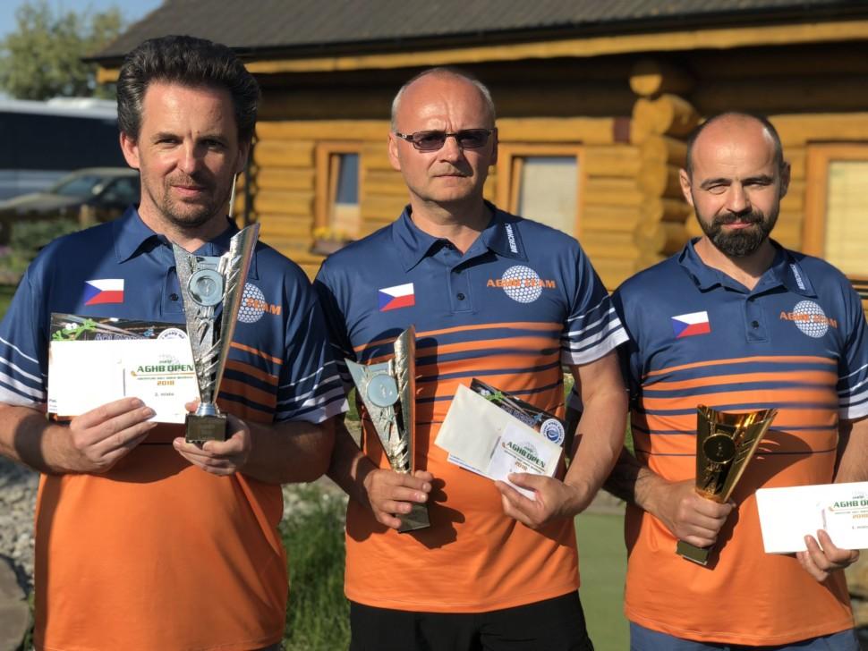 Absolutní vítěz PETR HANUSEK, vlevo druhý DANIEL VLČEK a vpravo třetí LUBOŠ DONINI
